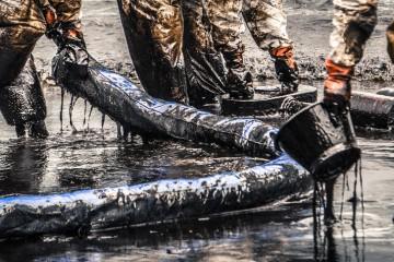 Shoreline spill